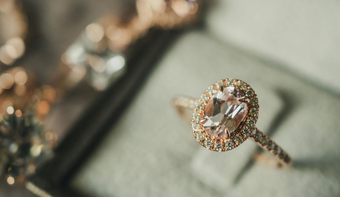 gioielli di natale: anello con diamante